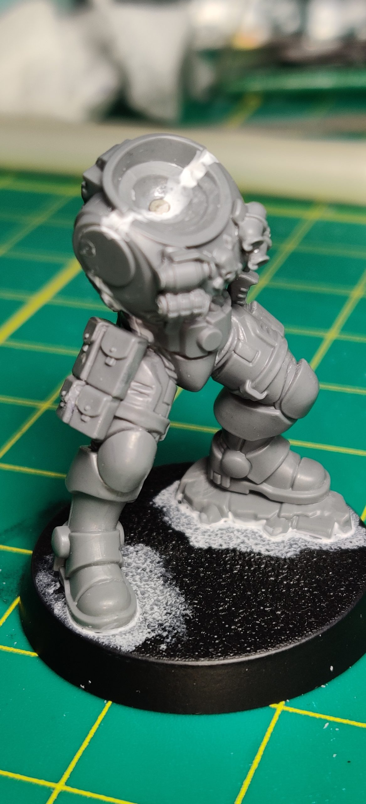Primaris Infiltrator with thigh magnets and magnetized ammo pouches with pouches attached.